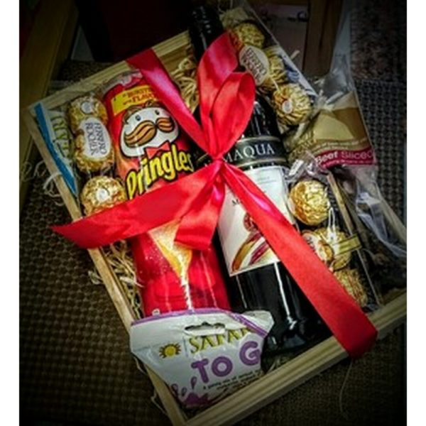Hamper Box Wine, Chocolates, Biltong , Pringle and Dried Fruit H19