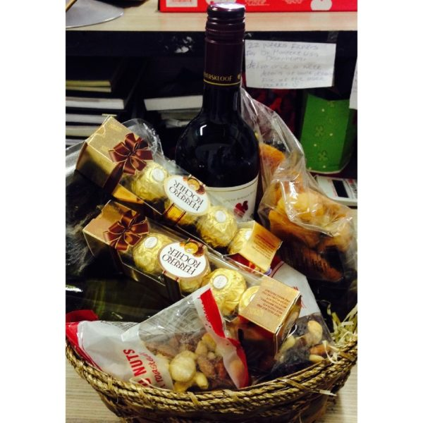Wine, Nuts, biltong and chocolate Hamper H18