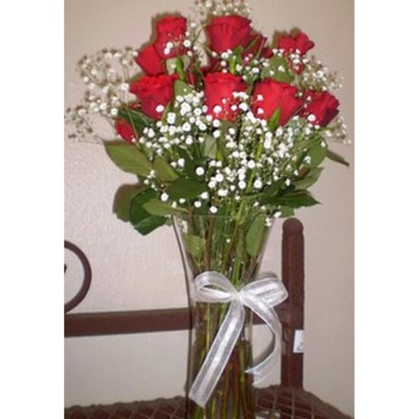 red roses and gips in glass vase resized124807